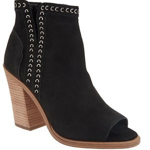 Vince Camuto Black Leather Kemelly Booties 7.5